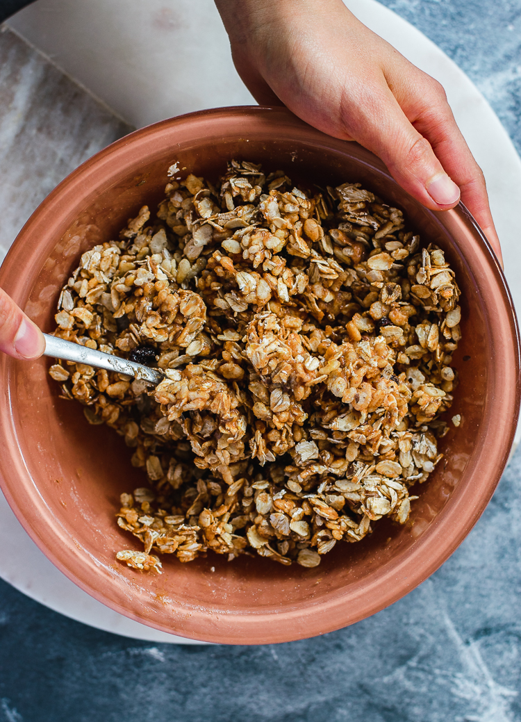 oatmeal cookie granola ingredients, mixed together